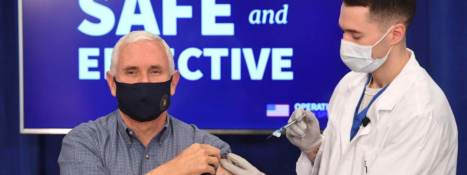 US-Vizepräsident Mike Pence bei seiner Impfung, die Live übertragen wurde.