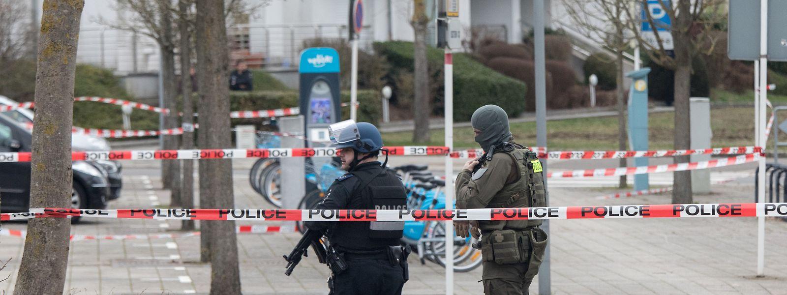 Nach einer Bombendrohung sind am Dienstag Teile des Hauptstadt-Viertels Cessingen abgeriegelt worden.