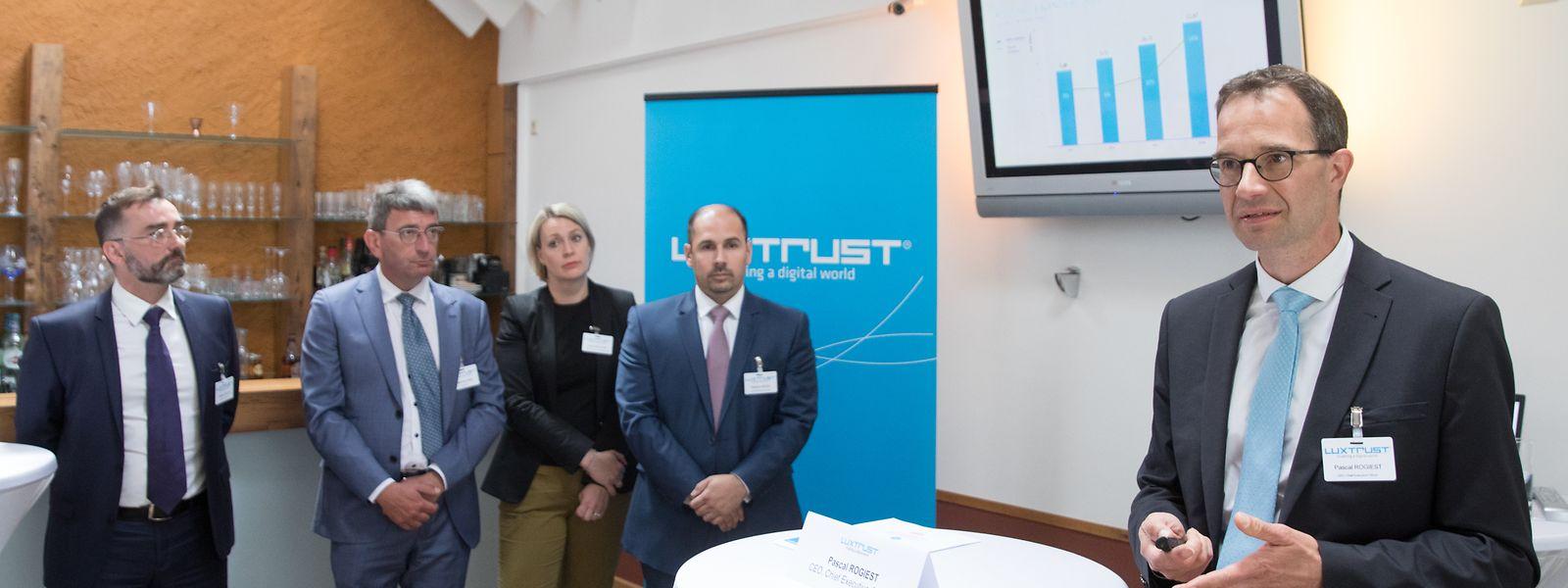 Pascal Rogiest (re.), Chef von Luxtrust, präsentiert eine gute Geschäftsentwicklung.