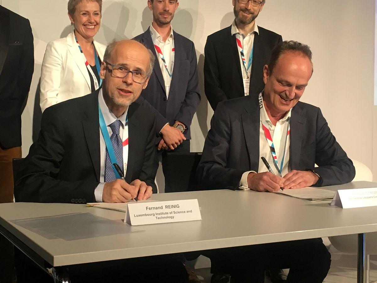Le directeur du LIST faisant fonction, Fernand Reinig, et Bernard Citroën (IL Cosmetics) ont signé un nouveau contrat de recherche de trois ans.