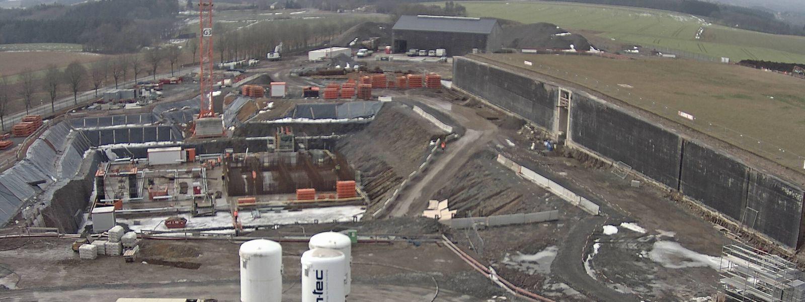 Blick von oben auf die Baustelle der neuen Trinkwasser-Aufbereitungsanlage in Eschdorf
