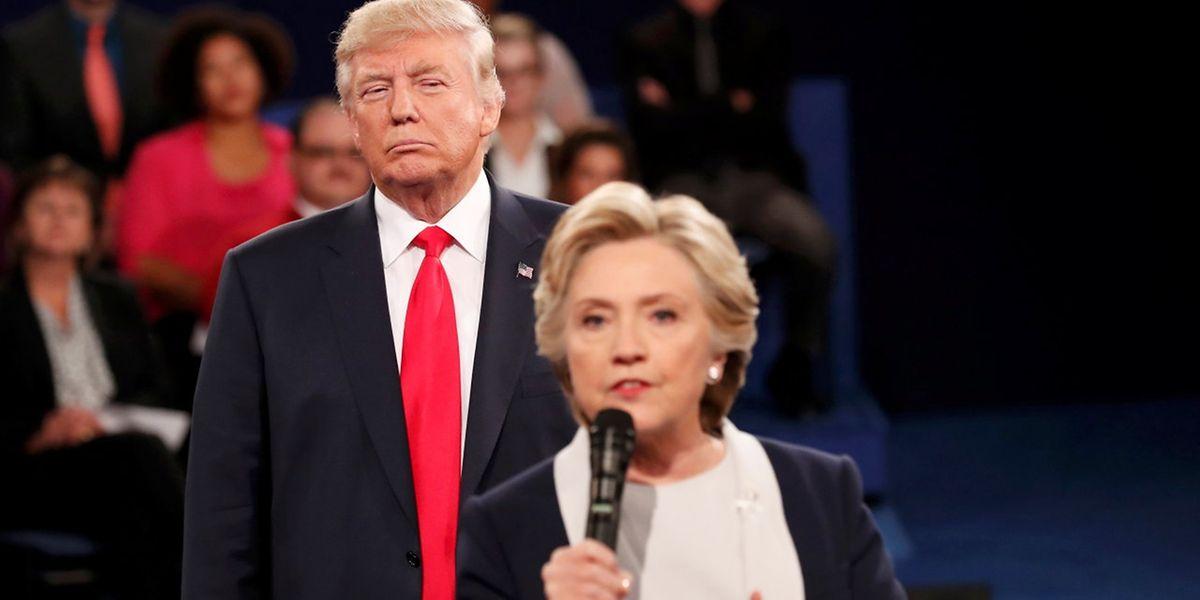 Donald Trump et Hillary Clinton durant leur second débat télévisé pour les présidentielles américaines.