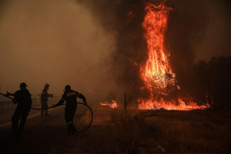 In Athen loderten die Flammen in einem Wohngebiet.