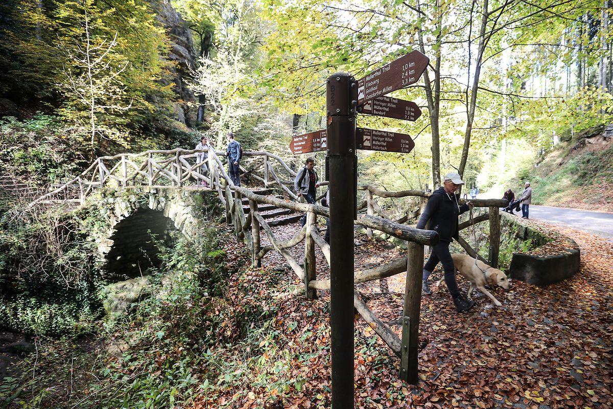 Die historische Brücke – ein bekanntes Postkartenmotiv – ist stabil. Zur Jubiläumsfeier im Juli soll auch der Hang gesichert sein.