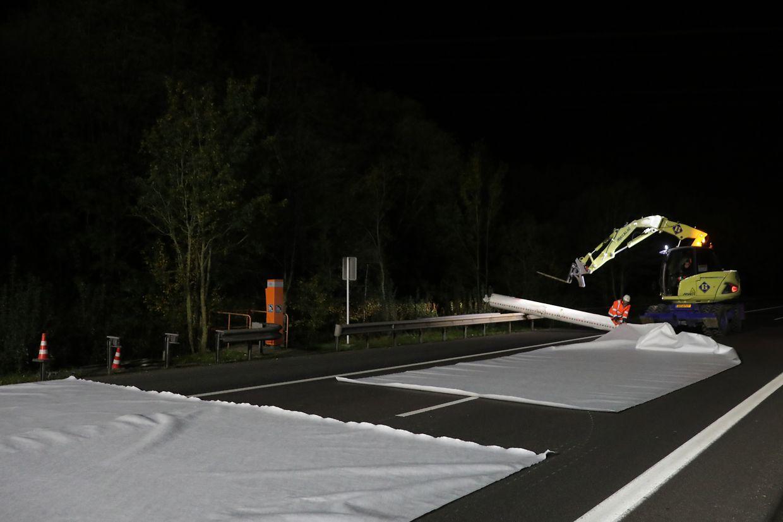Nuit noire pour tapis blanc: l'heure est venue de protéger le revêtement de l'autoroute la plus empruntée du pays.