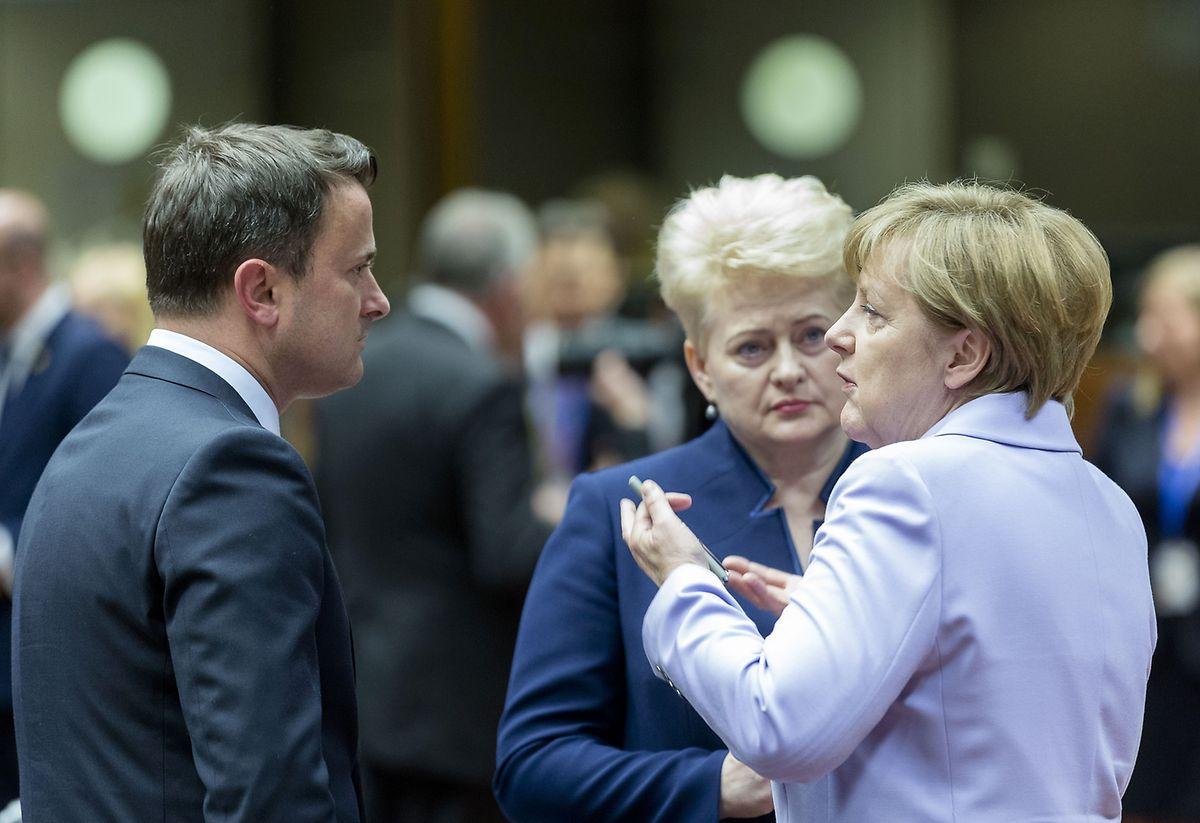 Premier Bettel im Gespräch mit Bundeskanzlerin Merkel und der Litauischen Präsidentin, Dalia Grybauskaitè.
