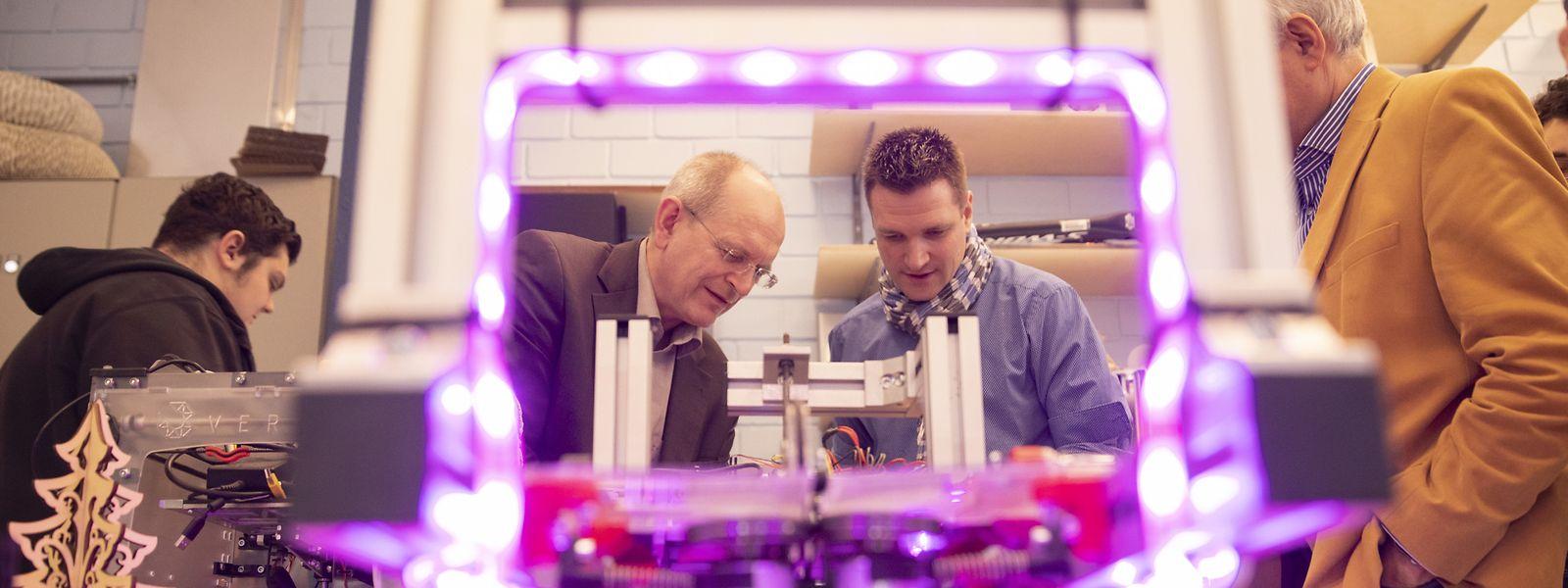 "Im ""Makerspace"" des Lycée Privé Emile Metz lernen Schüler in eigenen Projekten den Umgang mit Technologie."