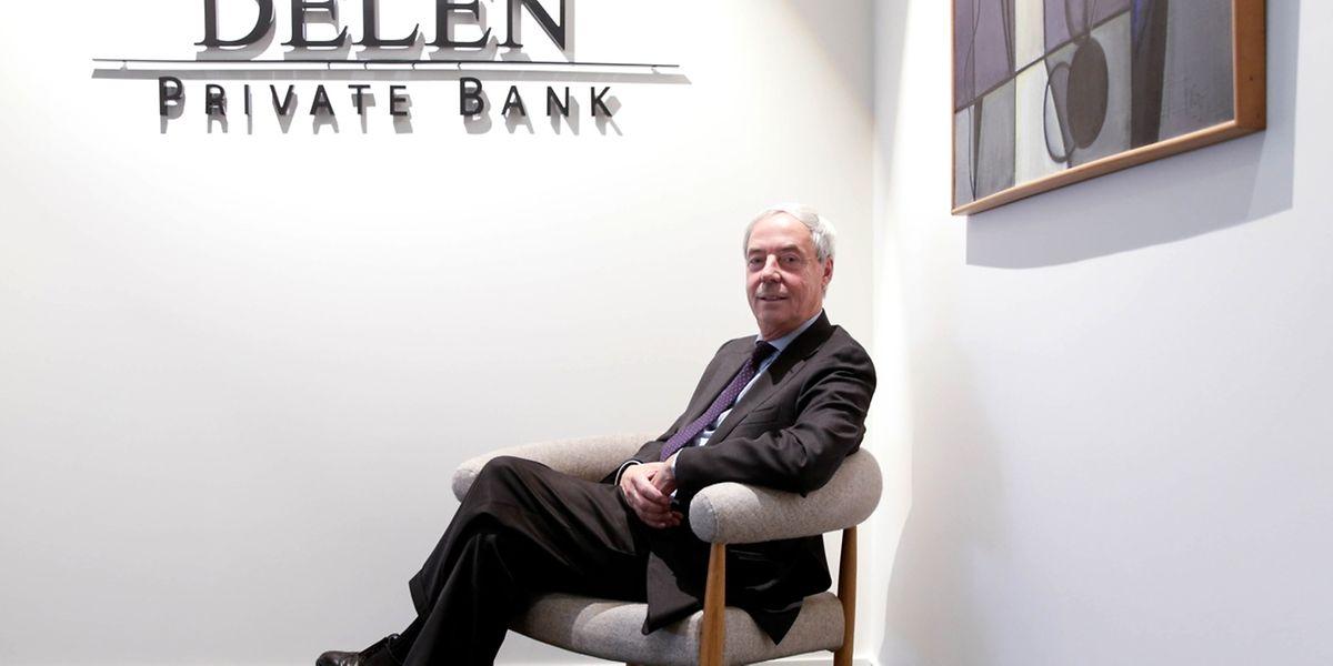 Jacques Delen, fils du fondateur André, assis ce mercredi dans les locaux de la banque route d'Arlon où peintures et mobilier ont été choisis par son épouse. La banque revendique son côté famille.