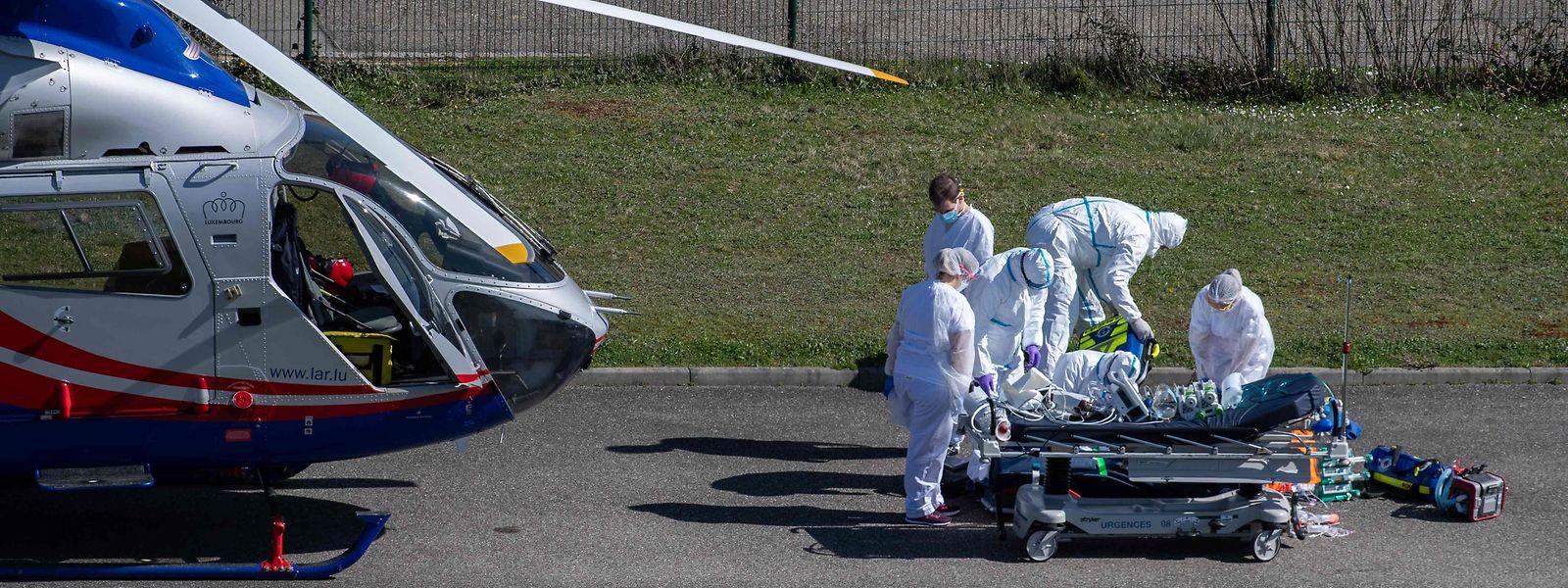 Comme ici à l'hôpital de Mulhouse, les équipes de Luxembourg Air Rescue ont été sollicitées pour la prise en charge de victimes du covid-19 depuis la France.
