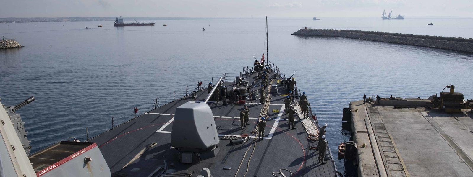 Le destroyer lance-missile USS Donald Cook a quitté le port chypriote de Larnaca et se trouve maintenant dans une zone d'où il peut facilement frapper la Syrie.