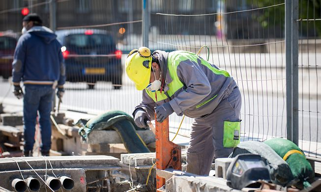 A construction worker in Luxembourg