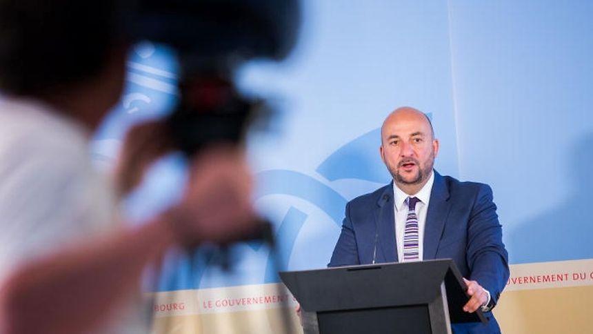 Vizepremier Etienne Schneider verteidigt das luxemburgische System.