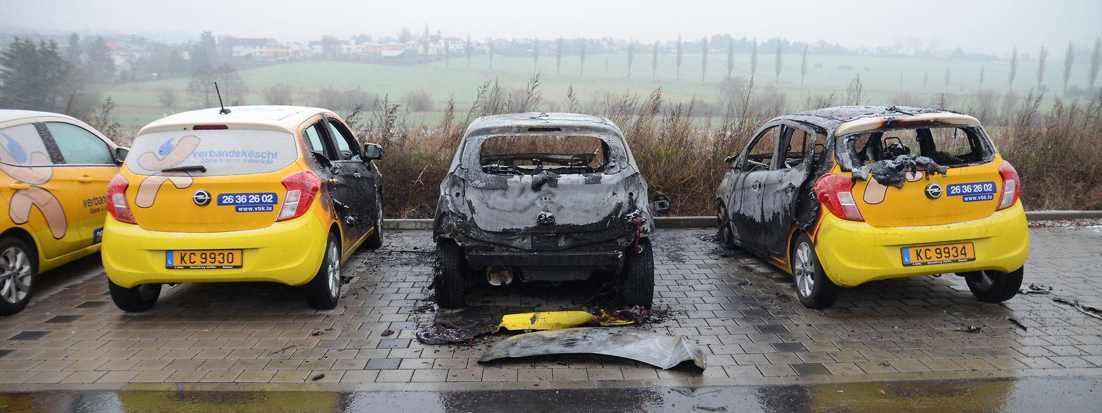 Am 11. Januar 2019 setzt ein unbekannter Täter im Ortseingang von Alzingen ein Auto eines privaten Pflegedienstes in Brand. Zwei weitere Fahrzeuge werden schwer beschädigt. Es ist nur eine weitere Brandstiftung in einer langen Serie.