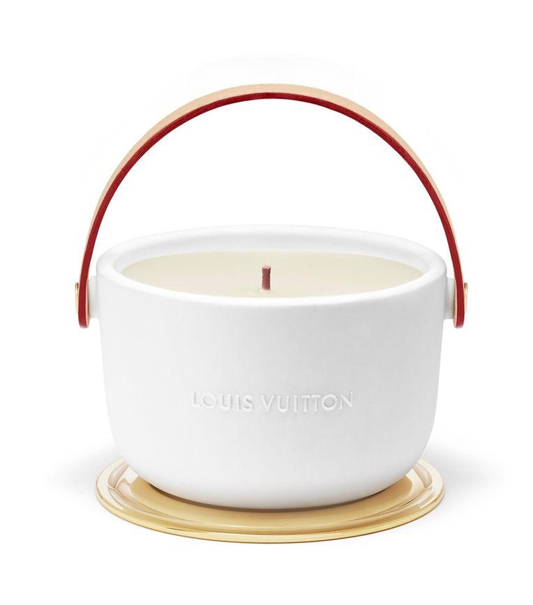 """Für sinnliche Stunden: Duftkerze """"Ecorce Rousse"""" von Louis Vuitton, um 180 Euro."""