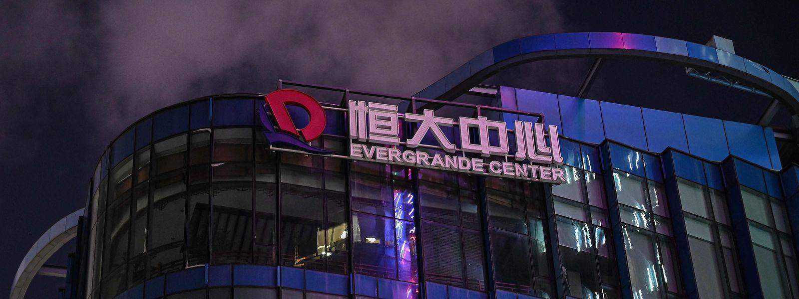 Evergrande, das zweitgrößte Immobilienunternehmen in China, wankt seit Wochen bedrohlich.