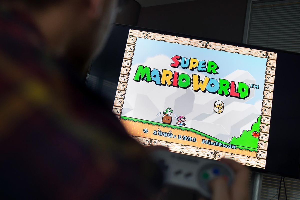 Auch auf dem Super Nintendo Classic Mini hüpft, fliegt und reitet Mario durch die pixeligen Level von «Super Mario World».