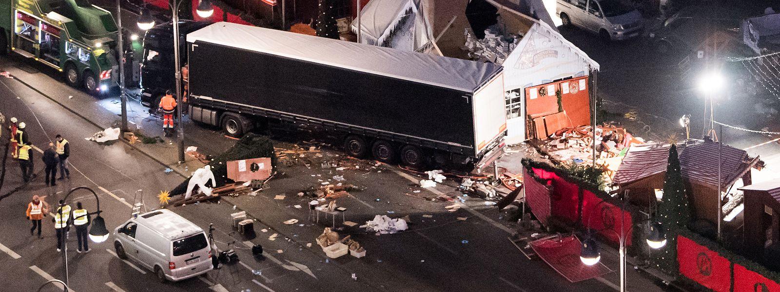 Eine Schneise der Verwüstung hinterließ der Attentäter auf dem Weihnachtsmarkt am Breitscheidplatz in Berlin.