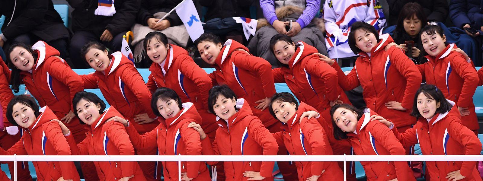 Die Cheerleaderinnen führen Choreografien auf, die man in der westlichen Welt so nur selten sieht.