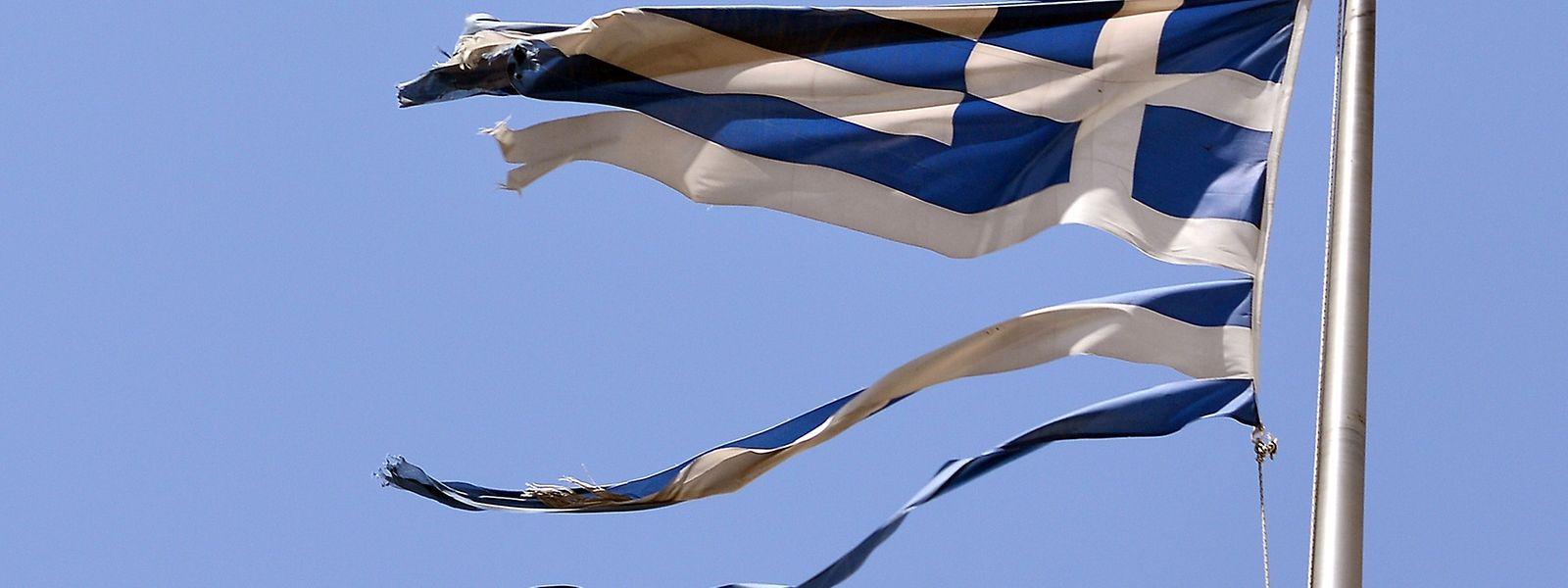 Im griechischen Parlament haben sich am Freitag 25 Abgeordnete des linken Flügels von der bislang regierenden Syriza Partei abgetrennt.