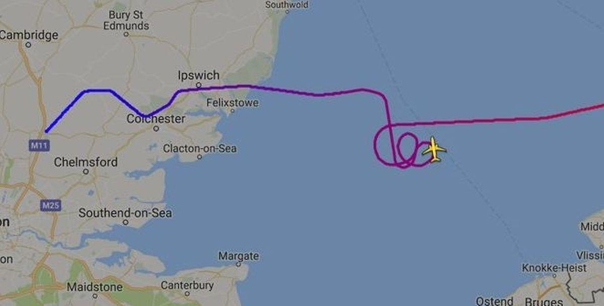 Das Flugzeug kreiste einige Zeit über dem Ärmelkanal.