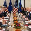 US-Präsident Donald Trump hat am Donnerstag eine Stunde lang mit Jean-Claude Juncker und Donald Tusk einen politischen Meinungsaustausch geführt.