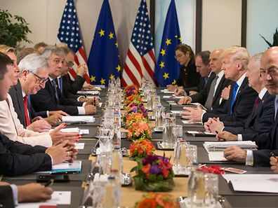 US President Donald Trump (3R) and US defence minister, James Mattis (2R) meet with EU foreign policy chief Federica Mogherini (2L), President-of the EU Commission Jean-Claude Juncker (3L) and European Parliament's President Antonio Tajani (4L) during a meeting at the European Union Headquarters during a NATO meeting in Brussels on May 25, 2017.    / AFP PHOTO / POOL / STEPHANIE LECOCQ