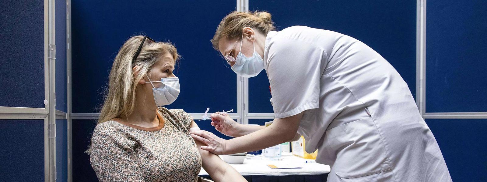 Dans la région de Bruxelles, 28,3% des 18-34 ans ont au moins reçu une dose vaccinale, contre 45,4% à l'échelle nationale.