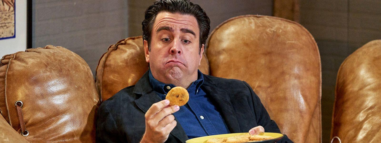"""Das kann nur ihm passieren: Bastian isst aus Versehen Haschkekse - eine Szene aus der Sitcom """"Pastewka""""."""