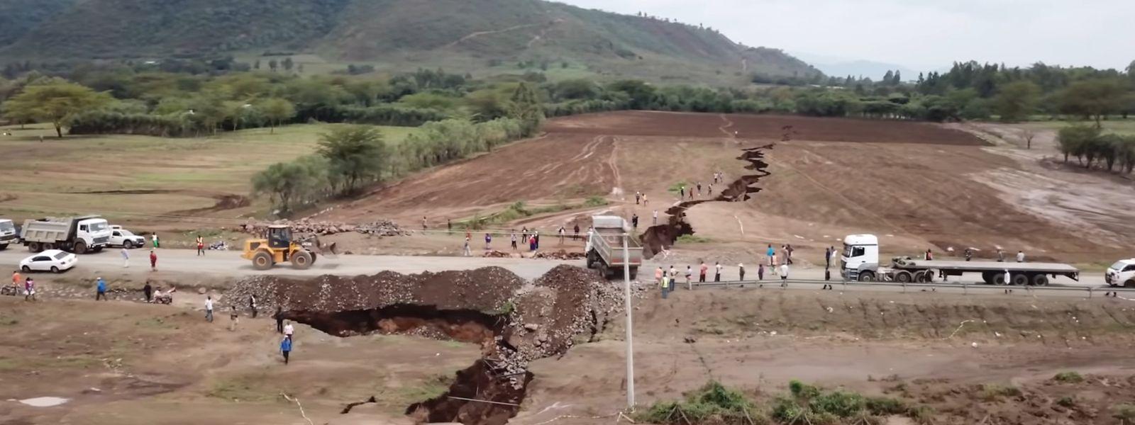 Im April trat im Südwesten Kenias ein tiefer, kilometerlanger Erdriss auf.