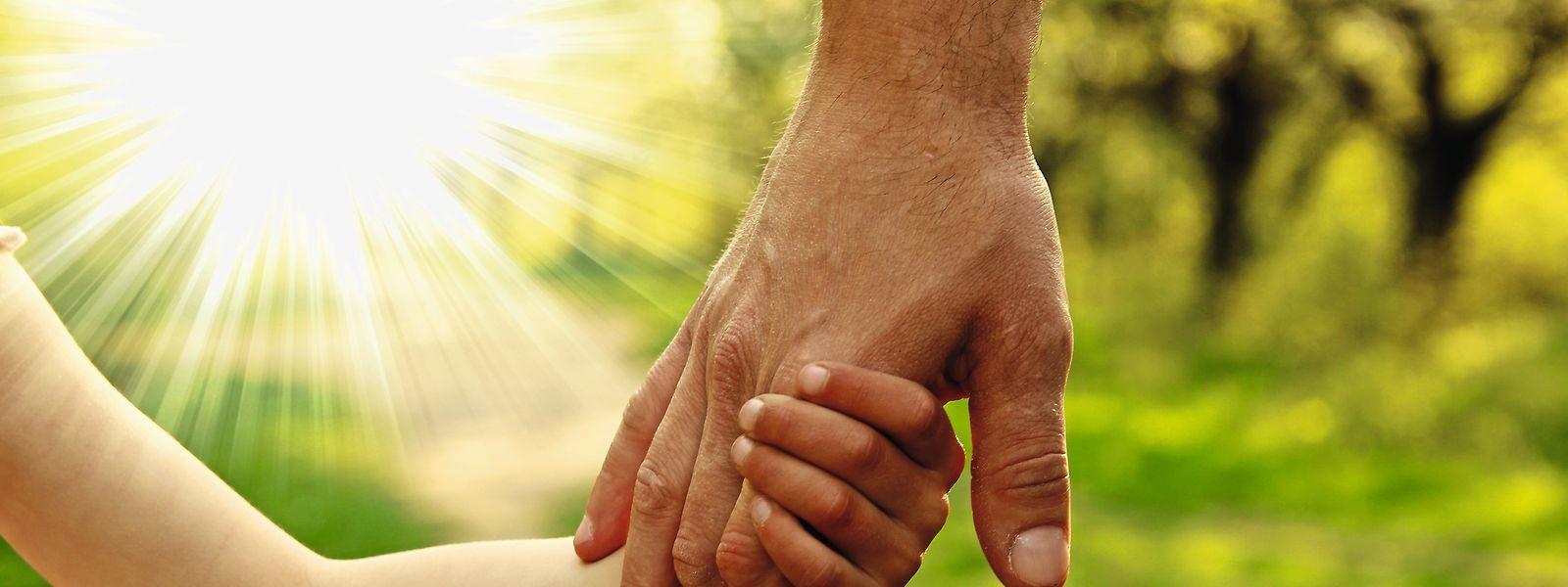 Viele Kinder finden in Pflegefamilien ein neues, sicheres Zuhause.