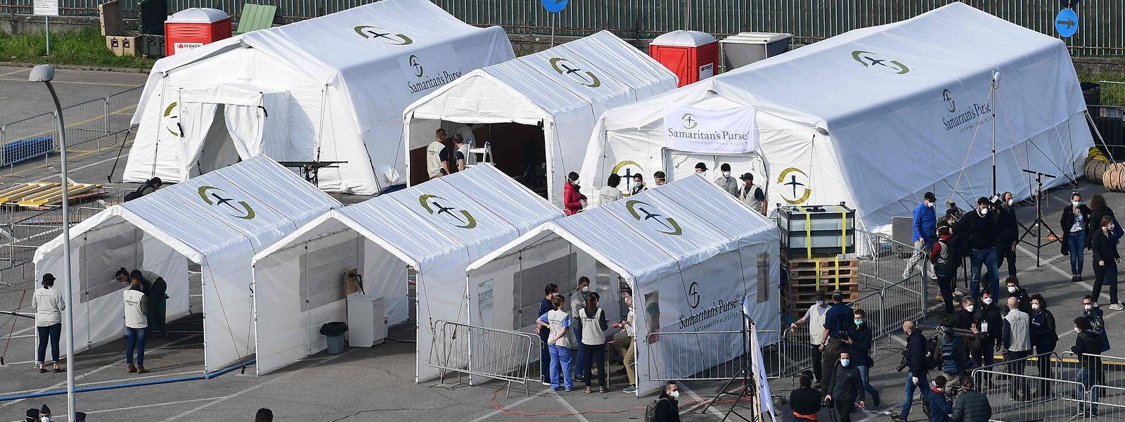 Die Lombardei rüstet sich: In Cremona - in unmittelbare Nähe der Millionenstadt Mailand - wird ein provisorisches Zeltkrankenhaus errichtet mit 60 Betten und acht Intensivstationen.