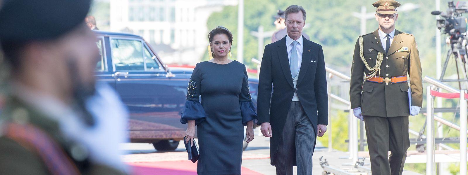 Das großherzogliche Paar bei seiner Ankunft vor der Philharmonie in Kirchberg.