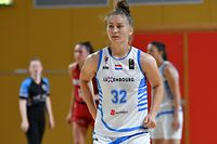 Esmeralda Skrijelj, blanc, Luxembourg, et Luisa Nufer, Allemagne. Basketball: Luxembourg – Allemagne U20, amical. Coque, Luxembourg. Foto: Stéphane Guillaume
