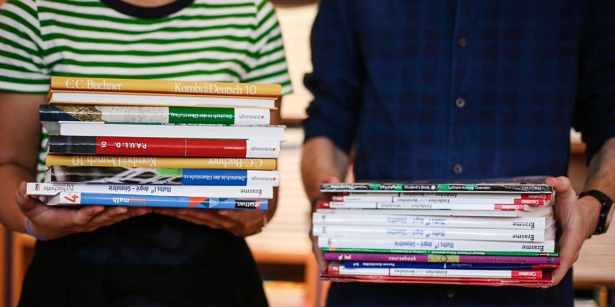 Jedes Jahr im Herbst müssen Tausende Bücher an den Schüler gebracht werden.