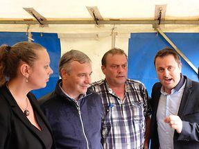 Umweltministerin Carole Dieschbourg, Innenminister Dan Kersch (von links) und Premier Xavier Bettel (rechts) besuchten Ermsdorf.
