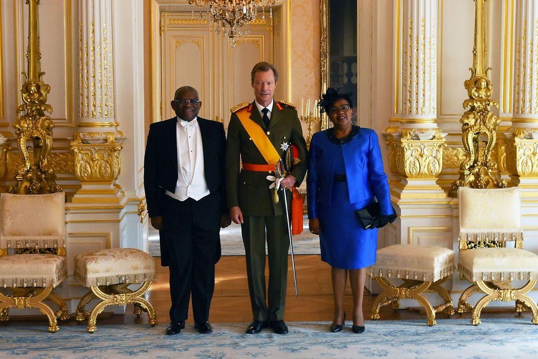 Georges Chikoti e a mulher, com o Grão-Duque Henri.