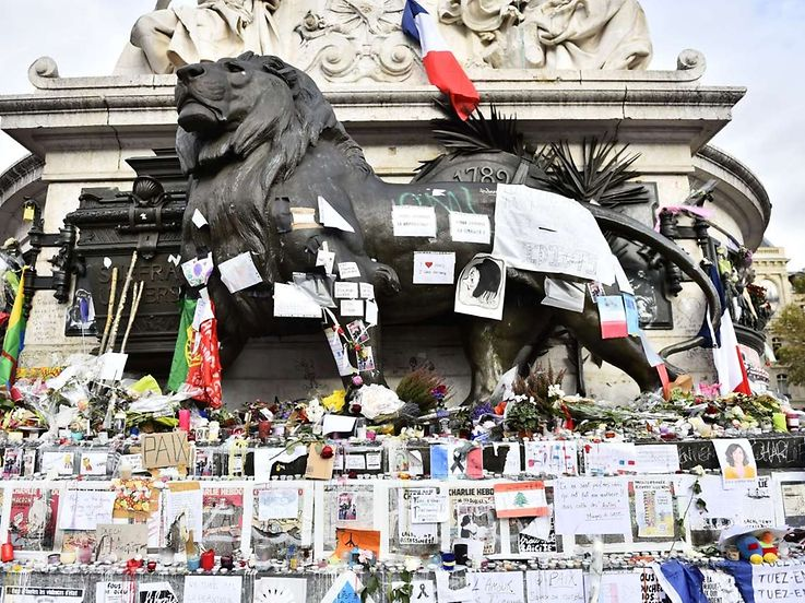 A picture shows a makeshift memorial for the victims of the attacks claimed by Islamic State on November 16, 2015 at the Place de la Republique in Paris. France and other countries in Europe held a minute's silence in memory of the victims of the worst ever terror attacks on French soil. AFP PHOTO / LOIC VENANCE