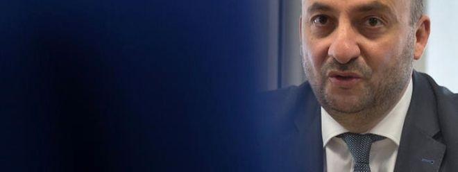 Minister Etienne Schneider will keine Polizeiwachen im Alleingang schließen.