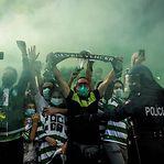 Milhares de adeptos junto ao Estádio do Sporting