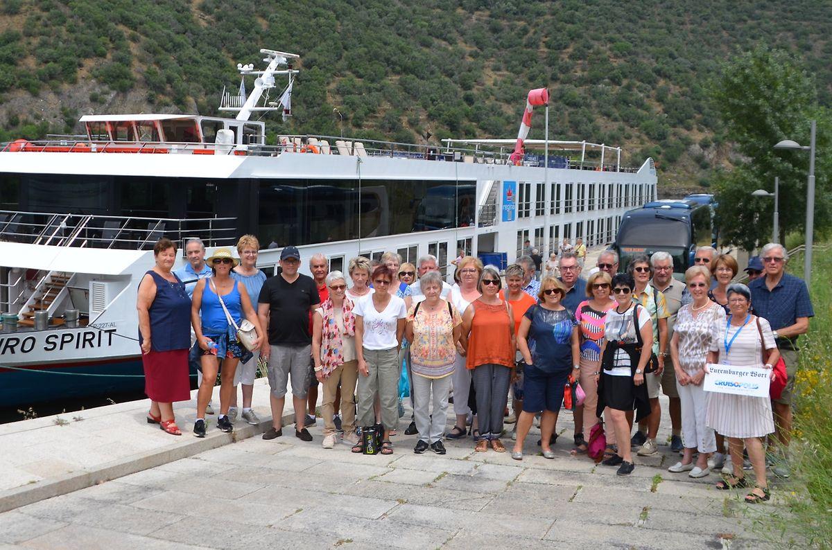 Ein Teil der Luxemburger Reisegruppe bei der Ankunft in Foz do Távora vor der MS Douro Spirit.