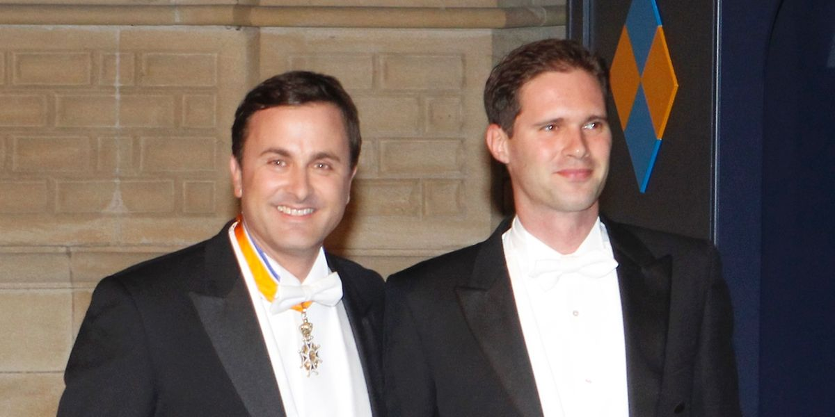 Xavier Bettel und Gauthier Destenay bei der Hochzeit von Erbgroßherzog Guillaume und Prinzessin Stéphanie.