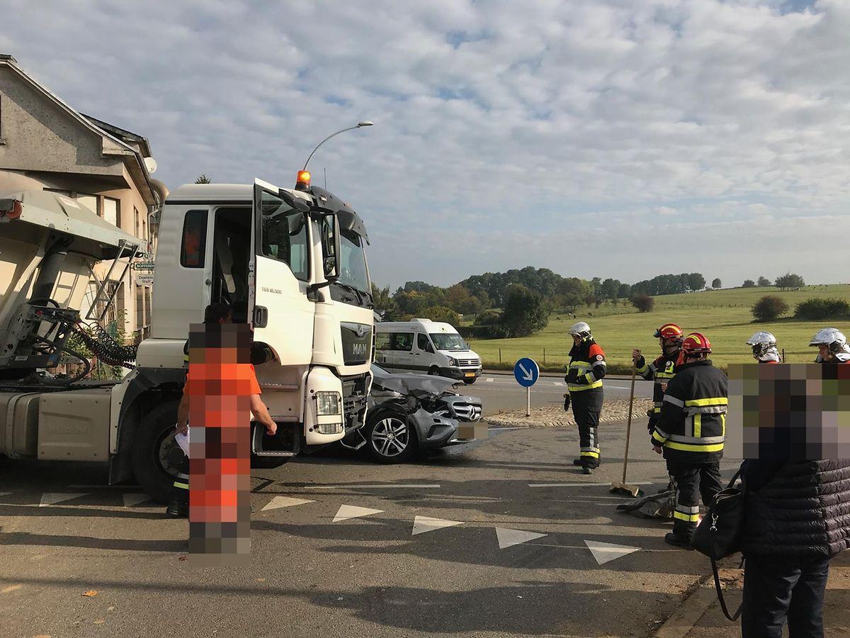 Auf der CR106 zwischen Dahlem und Schouweiler prallte ein Lastwagen gegen ein Fahrzeug.