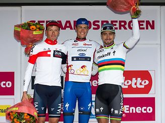 (L-R) Second placed Belgium's Oliver Naesen, overall winner Netherlands' Niki Terpstra and third-placed Slovakia's Peter Sagan celebrate on the general ranking podium after the seventh and last stage of the Eneco Tour cycling race, 197,8 km from Bornem to Geraardsbergen, on September 25, 2016 in Geraardsbergen. / AFP PHOTO / Belga / KRISTOF VAN ACCOM / Belgium OUT