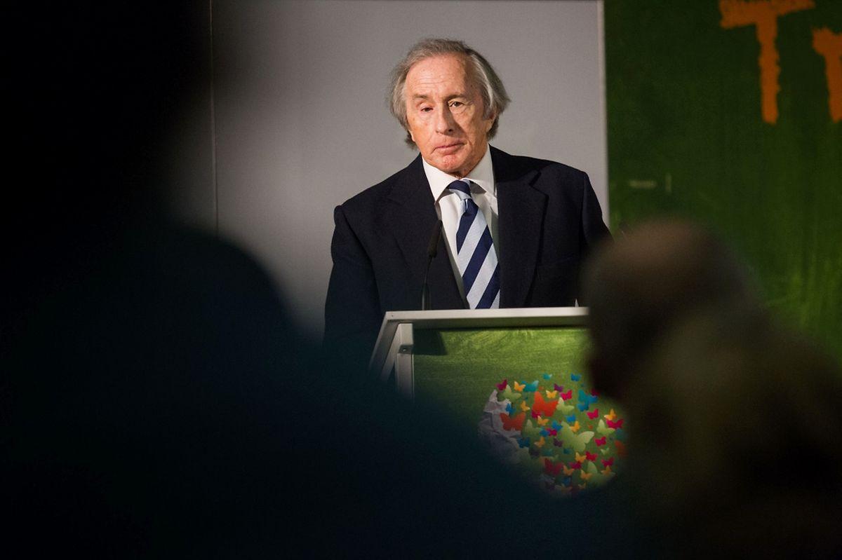 Sir Jackie Stewart, dislexique, estime que «les autorité éducatives et le ministre de l'Education nationale peuvent changer tout un pays.»