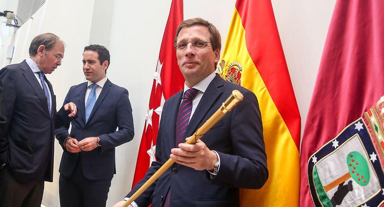 José Luis Martínez-Almeida (na foto) vai governar a Câmara de Madrid em coligação com o Cidadãos (Cs, direita liberal) e o apoio da extrema-direita do Vox.