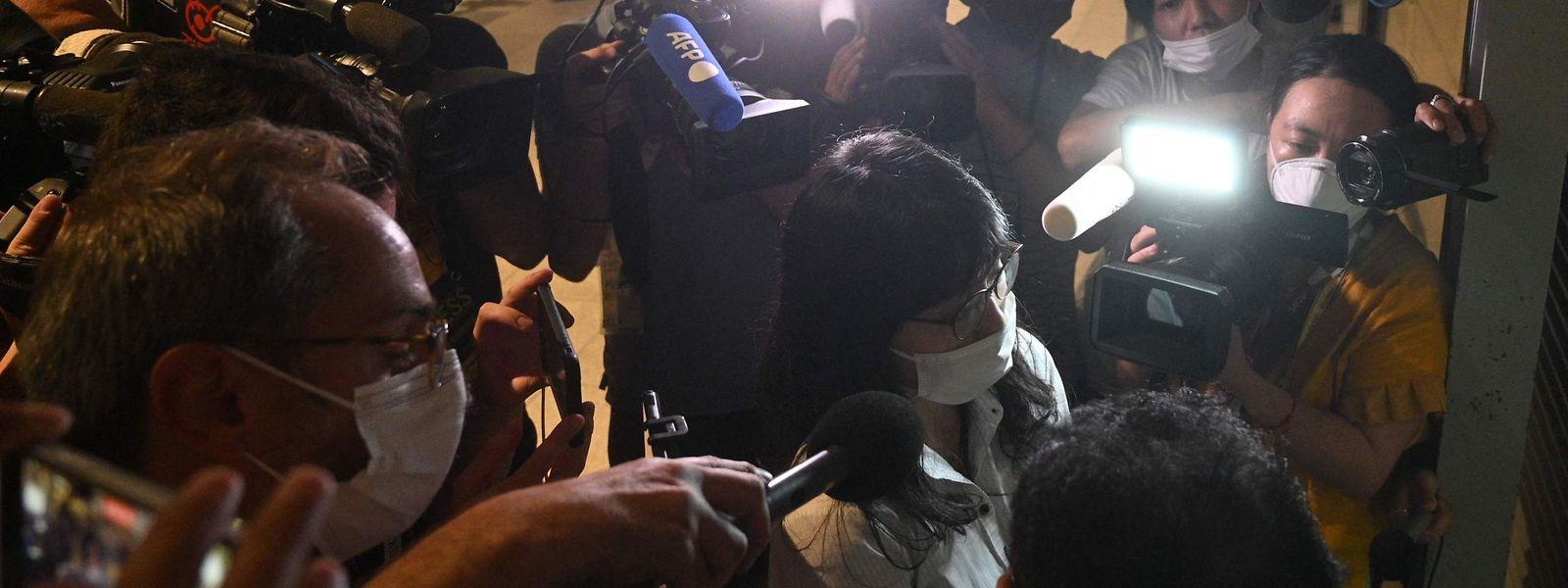 Rechtsanwältin Tomoko Uraki vor der Presse.