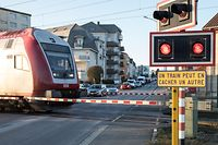Lok , Sueden , Bahnübergang Dippach-Gare , Bahnschranke , Stau , Gemeinderat Dippach , Foto: Guy Jallay/Luxemburger Wort