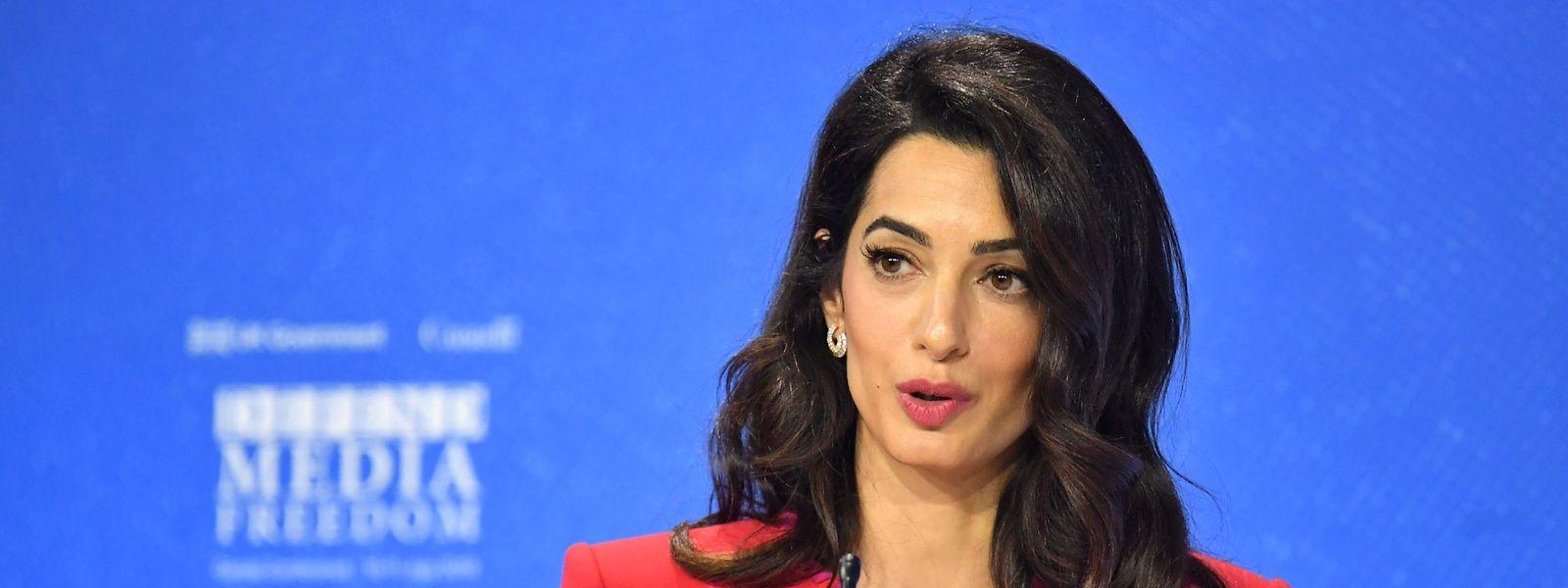 Die Menschenrechtsanwältin Amal Clooney setzt sich immer wieder für Journalisten ein.