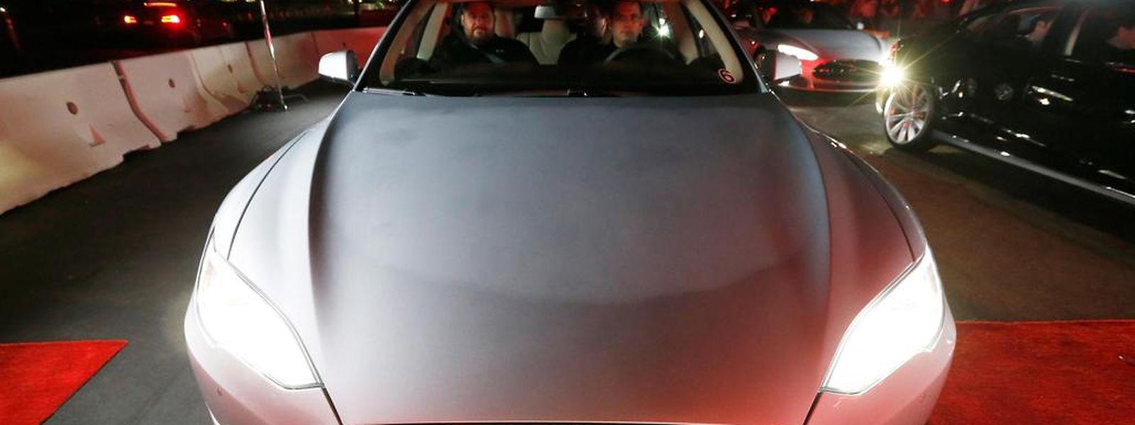 Tesla stellt bislang ausschließlich Luxus-Elektroautos für reiche Kunden her.