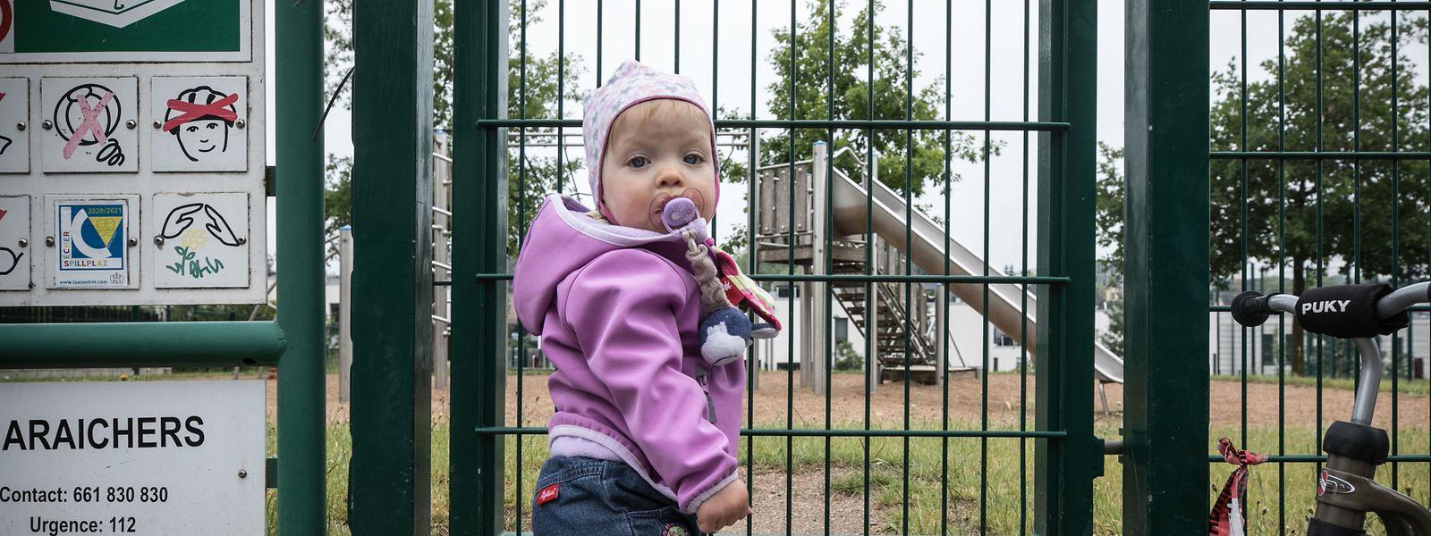 Die Spielplätze des Landes sind seit dem 18. März verwaist. Bei den Eltern wächst der Unmut über die Schließung. Über eine schnelle Öffnung soll am Freitag der Ministerrat entscheiden.